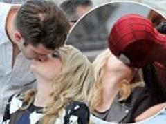 andrew garfield recreates on-screen smooch as he gives emma stone a lingering kiss at charity event