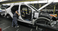 Detroit Automakers Cutting Back on Summer Downtime