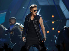 bieber, obama campaigns headline webby winners